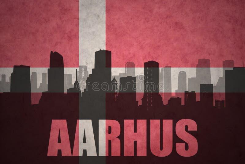 Silhouette abstraite de la ville avec le texte Aarhus au drapeau du danois de vintage illustration libre de droits