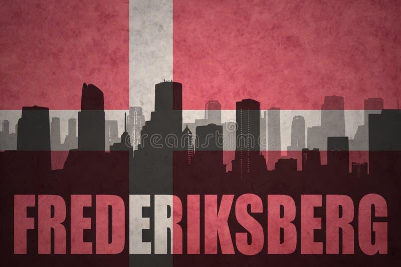 Silhouette abstraite de la ville avec le texte Frederiksberg au drapeau du danois de vintage illustration libre de droits