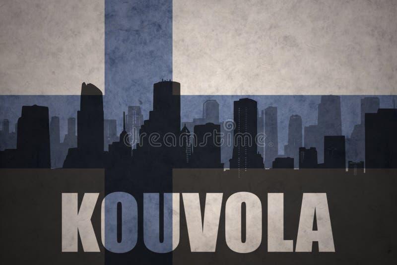 Silhouette abstraite de la ville avec le texte Kouvola au drapeau finlandais de vintage illustration de vecteur