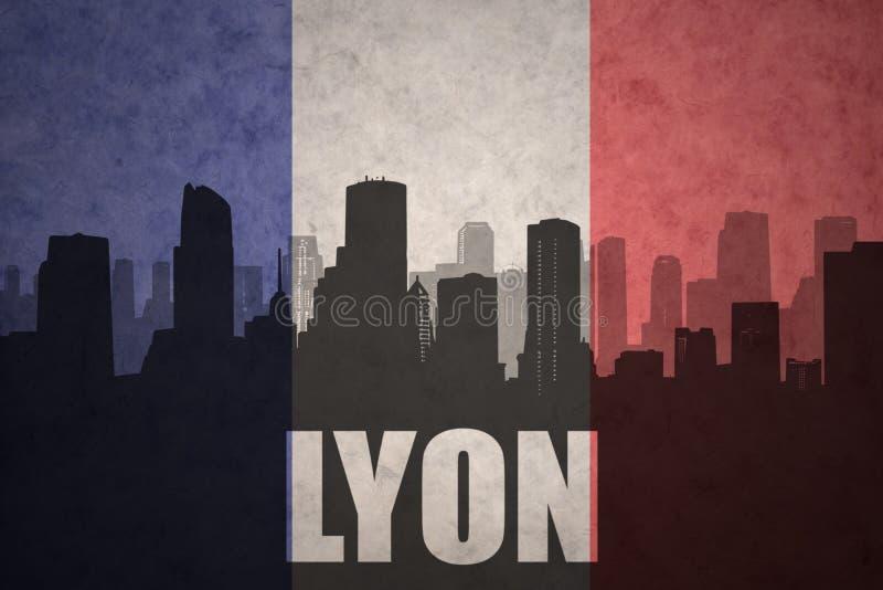 Silhouette abstraite de la ville avec le texte Lyon au drapeau de Français de vintage image stock