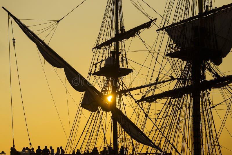 Silhouette antique de navire image stock