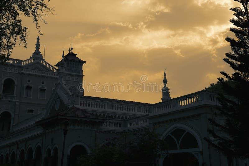 Silhouette antique de palais de khan d'agha images stock