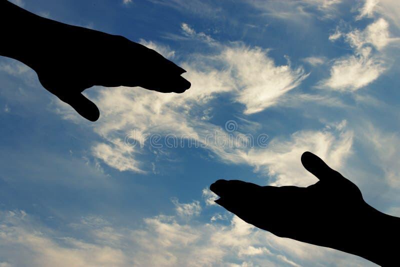 Silhouette av den hjälpande handen royaltyfri foto