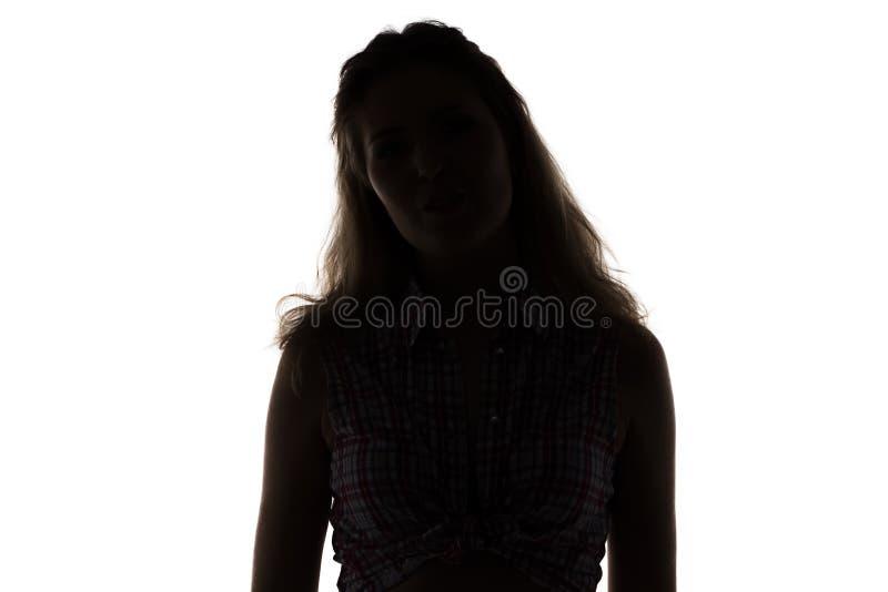 Silhouette av den unga kvinnan royaltyfria bilder