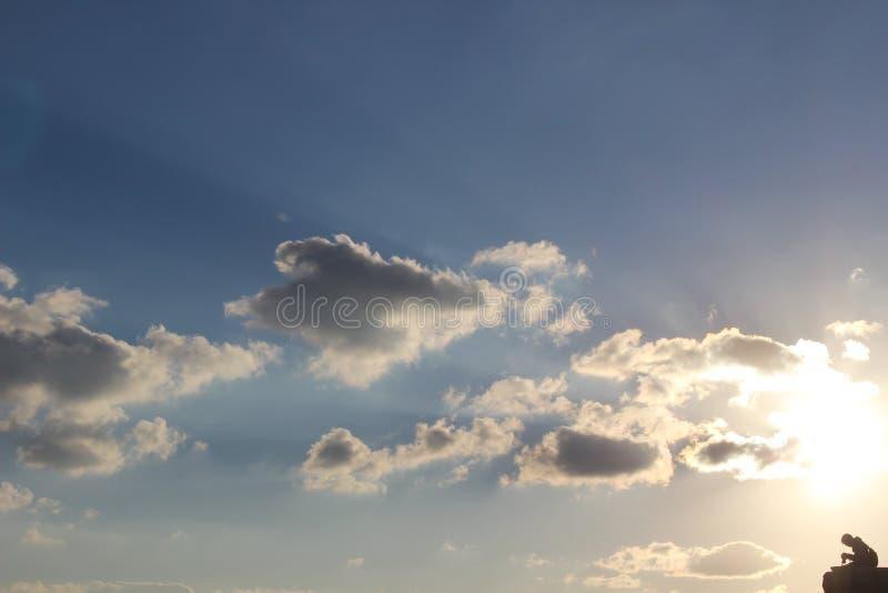 Silhouette av en fotograf fotografering för bildbyråer