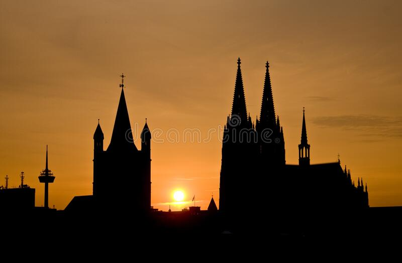 Silhouette Of Building During Sunset Free Public Domain Cc0 Image
