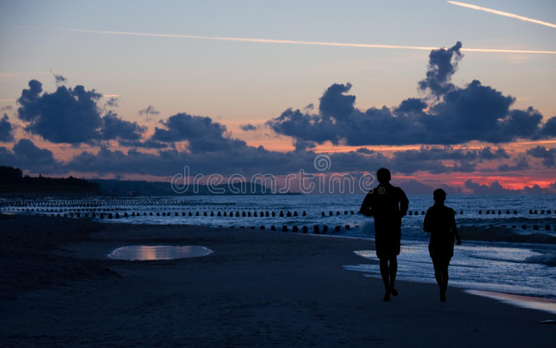 Silhouette Of Couple Running Royalty Free Stock Photos