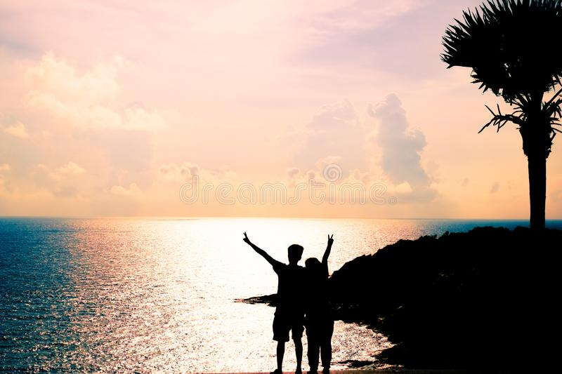Silhouette of Couple with Seascape royalty free stock images