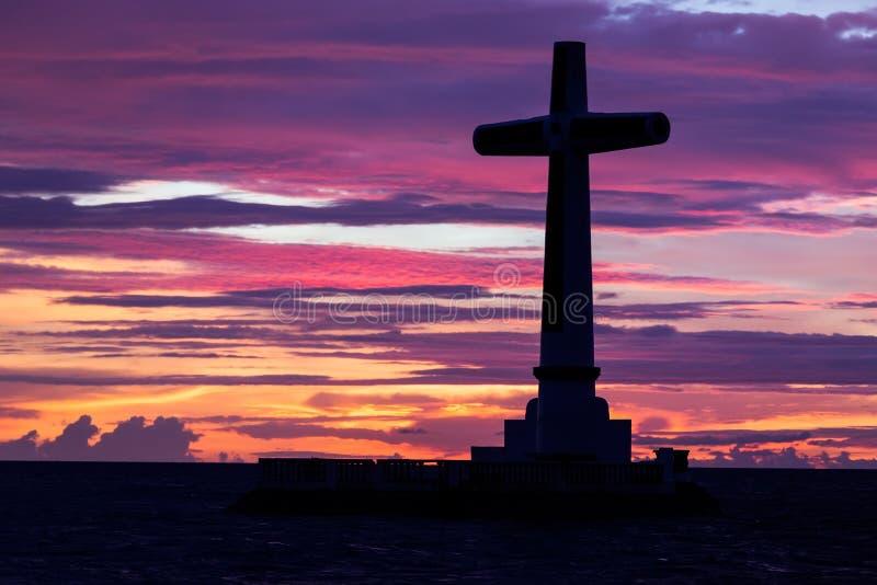 Silhouette croisée catholique images stock