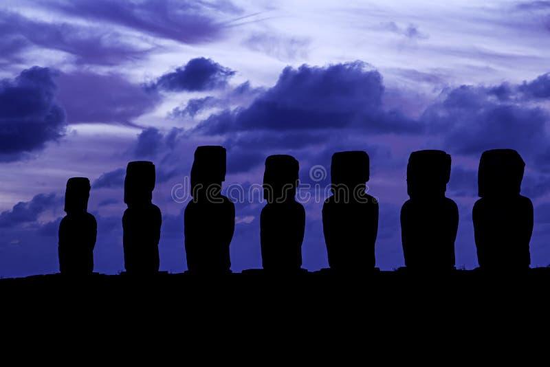 Silhouette d'Ahu Tongariki photos libres de droits
