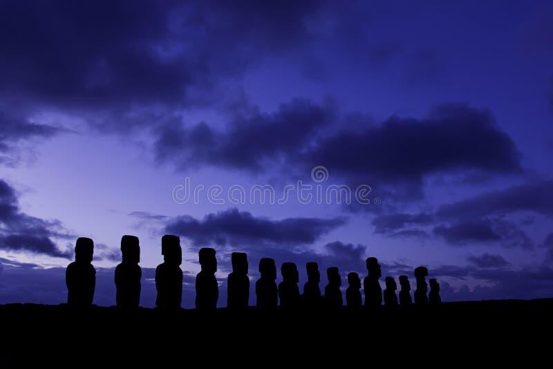 Silhouette d'Ahu Tongariki photographie stock