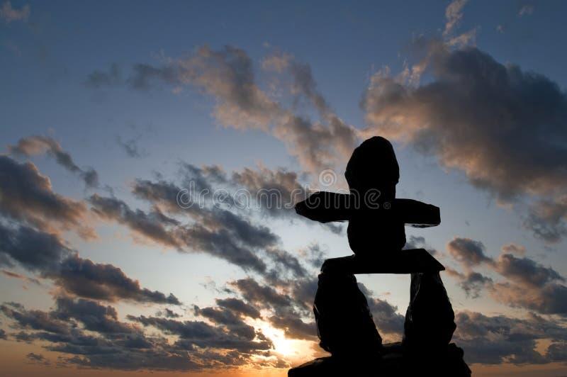 Silhouette d'Inukshuk images stock