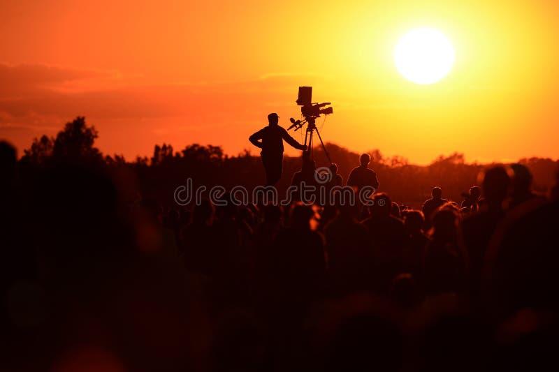 Silhouette d'un cameraman de TV photos libres de droits