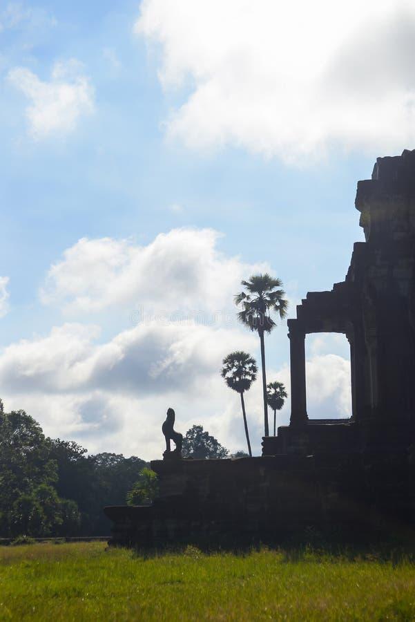 Silhouette d'un temple photographie stock