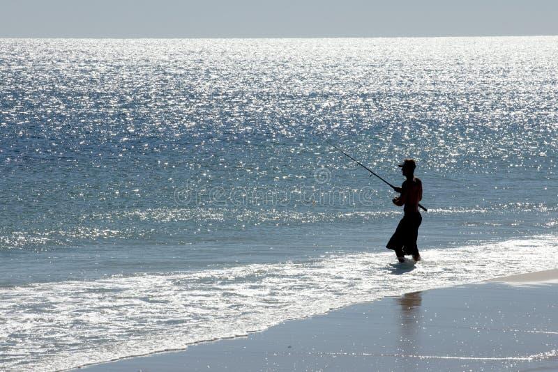 Silhouette d'une pêche d'homme photo libre de droits