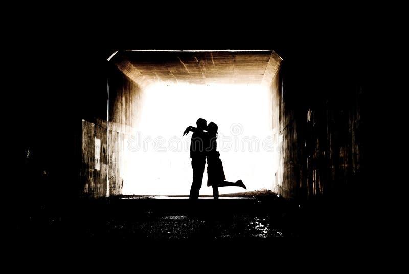 Silhouette dans un tunnel photo libre de droits