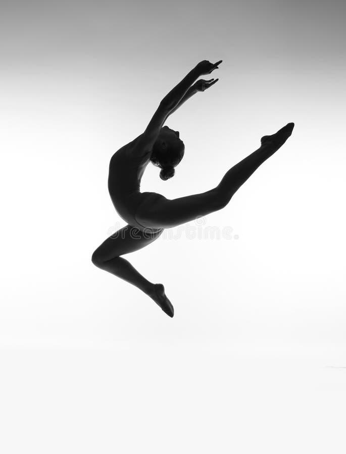 Silhouette de ballerine sur le fond blanc image stock