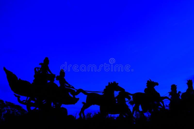 Silhouette de chariot de cheval images libres de droits
