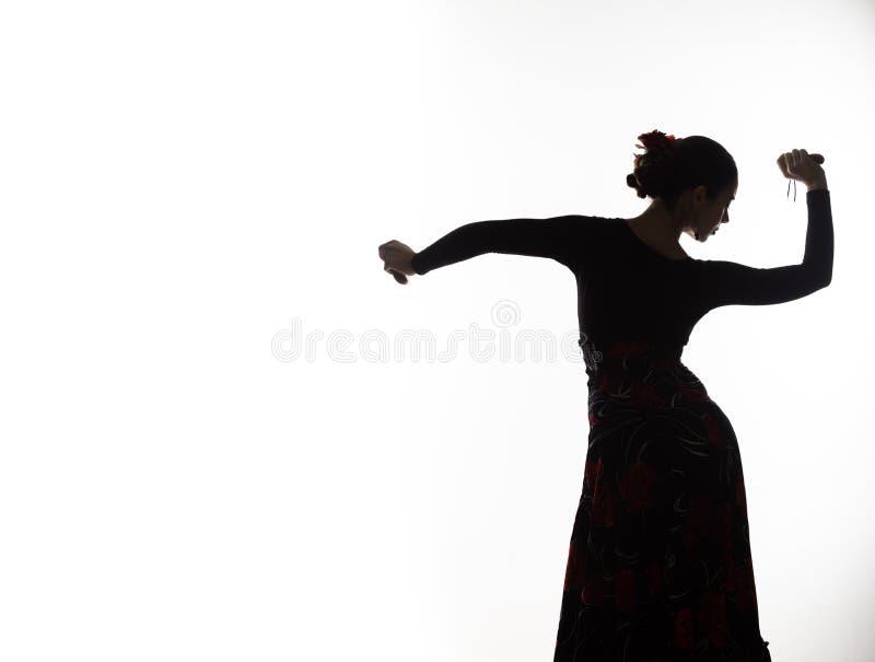 Silhouette de danseur espagnol de flamenco de fille sur un fond clair L'espace libre pour votre texte image stock