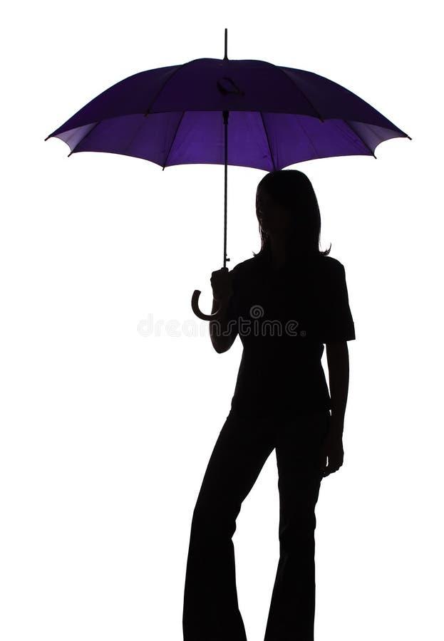 Silhouette de femme avec le parapluie photographie stock