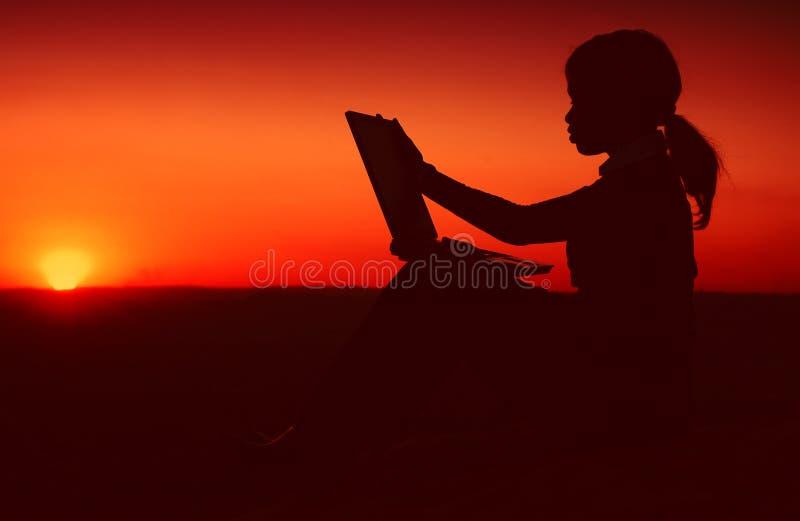 Silhouette de femme d'affaires photos stock