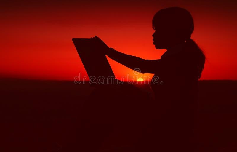 Silhouette de femme d'affaires images libres de droits