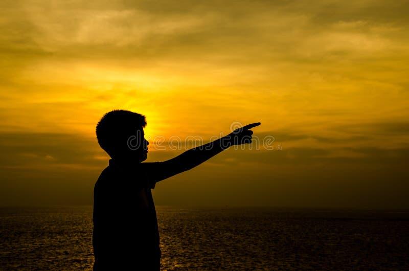 Silhouette de garçon images stock