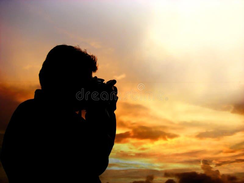 Silhouette de photographe de coucher du soleil photographie stock