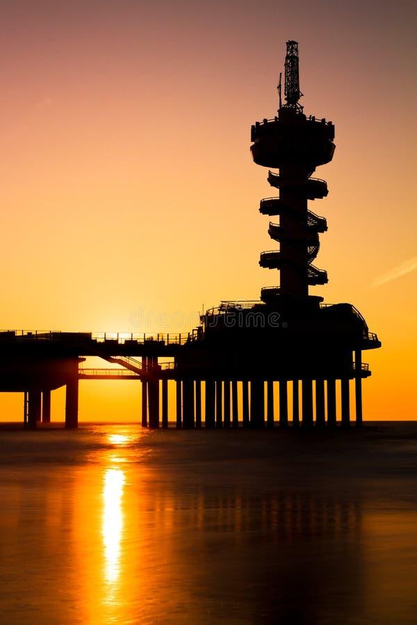Silhouette de pilier de coucher du soleil photographie stock libre de droits