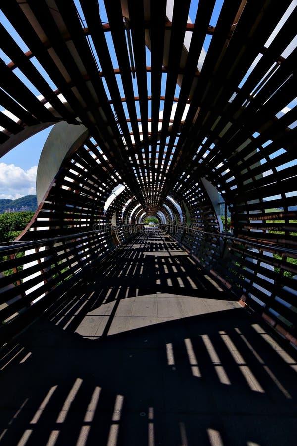 Silhouette de pont de paysage photos stock