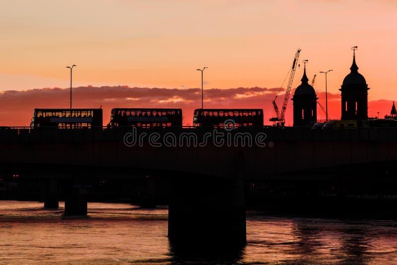 Silhouette de pont de St Paul et de Londres photos libres de droits