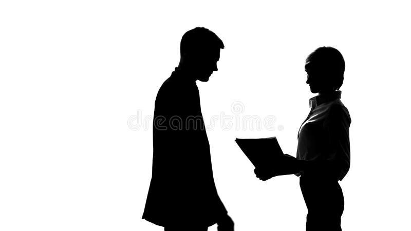 Silhouette de secrétaire féminin montrant le rapport pour diriger dans le bureau, travail d'équipe images libres de droits