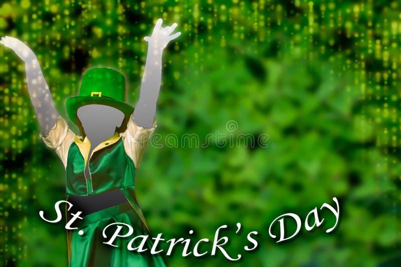 Silhouette de una chica que viste una gorra verde que baila en el fondo verde con una cascada dorada de luces que pone a los pies fotos de archivo libres de regalías