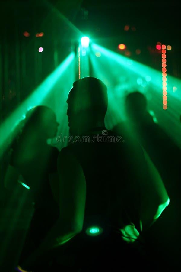 Silhouette des années de l'adolescence de danse, concentrée sur le danseur mâle photo libre de droits