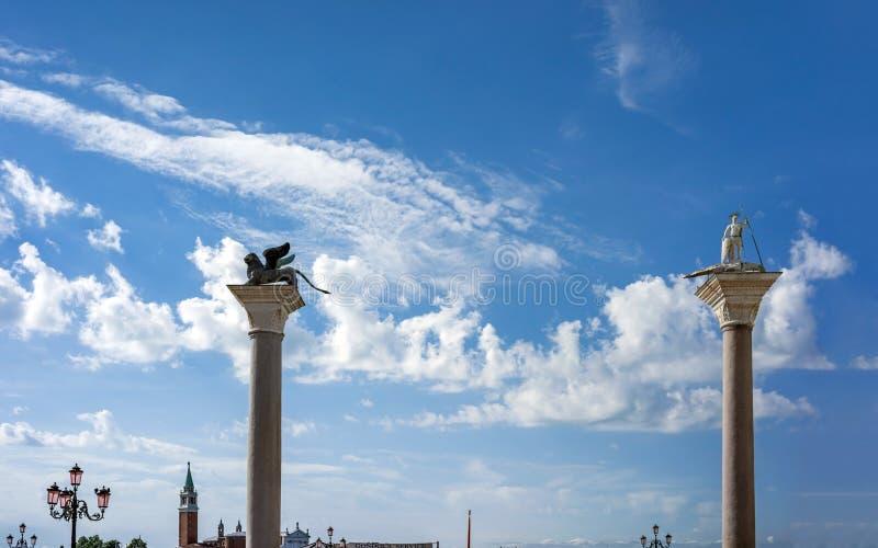 Silhouette des colonnes de St Mark et de St Theodore photo libre de droits