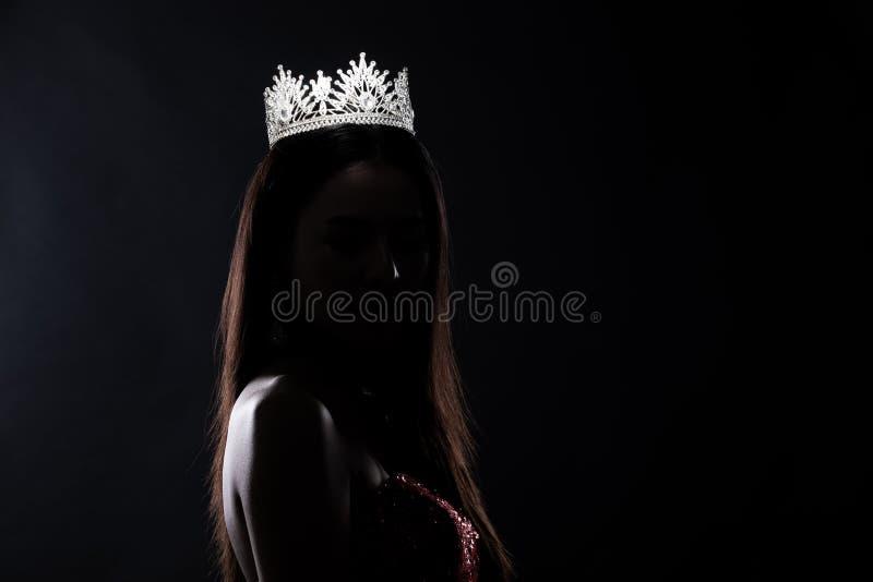Silhouette du concours de Miss Pageant avec Diamond Crown photo stock