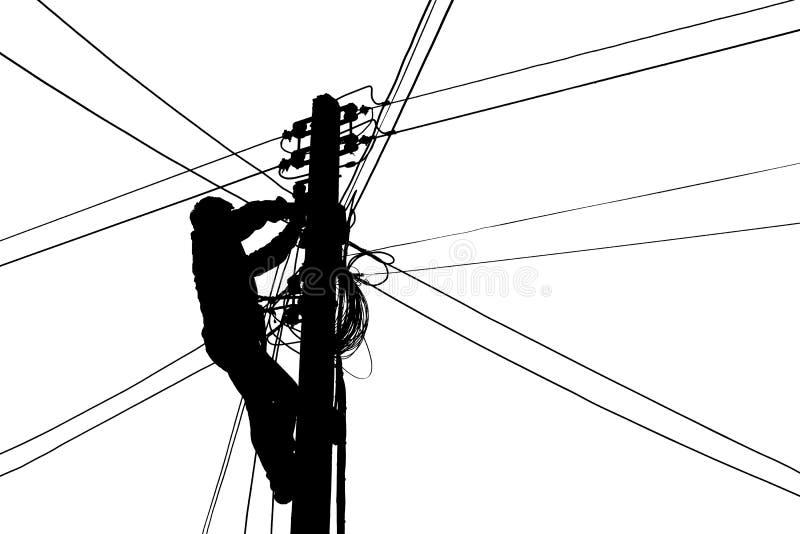 Silhouette Electricians klettert elektrische Stöcke für die Verbindung von Kabeln stockfoto
