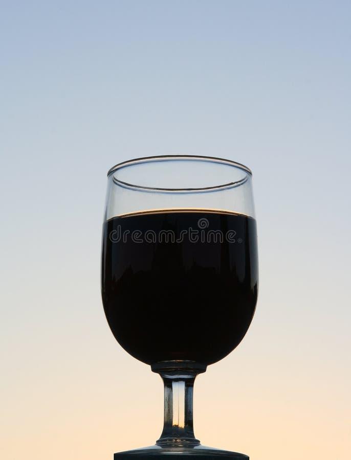 Silhouette en verre de vin image stock