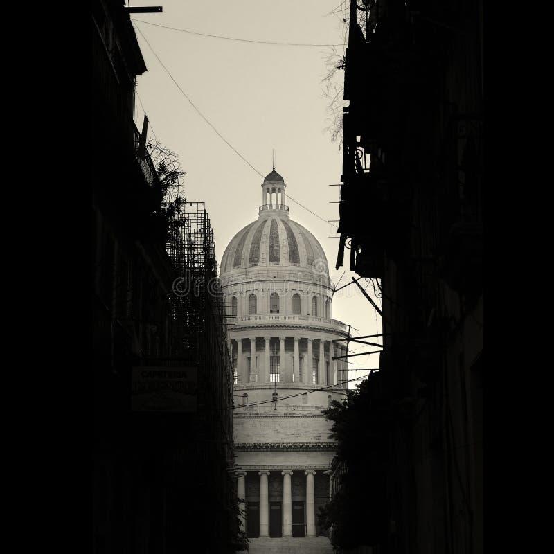 Silhouette et Capitoly de constructions de La Havane image libre de droits