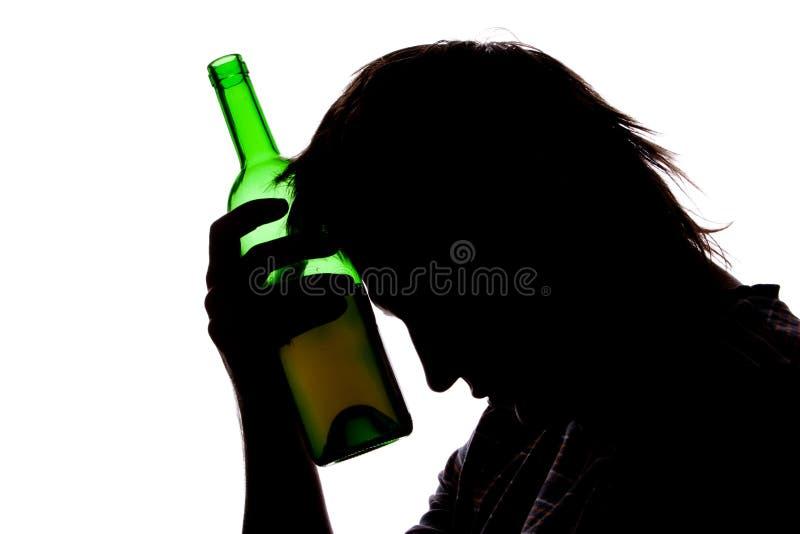 silhouette för man för alkohol dricka SAD fotografering för bildbyråer