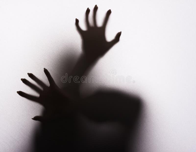 Silhouette femelle effrayante image stock