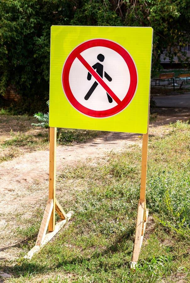 Silhouette interdite de signe d'homme de marche image libre de droits
