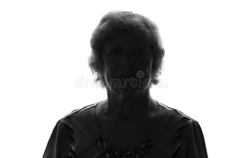 Silhouette noire et blanche de dame âgée sur un fond d'isolement photos stock