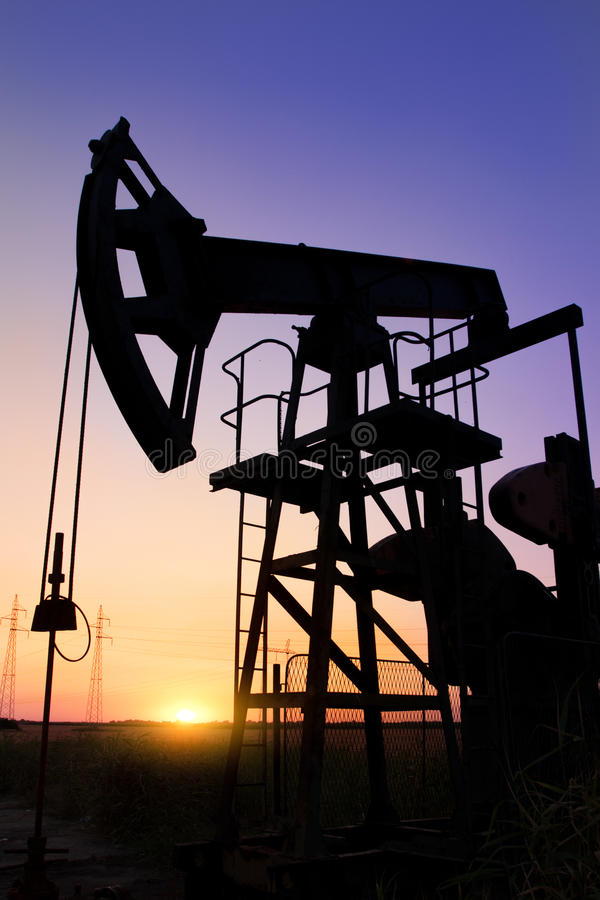 Download Silhouette Of Oil Pump Jacks Royalty Free Stock Images - Image: 25715339