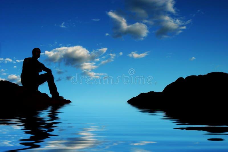 Silhouette par l'eau images stock