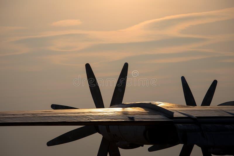Download Silhouette Plate De Propulseur Image stock - Image du pouvoir, cloudscape: 56479853