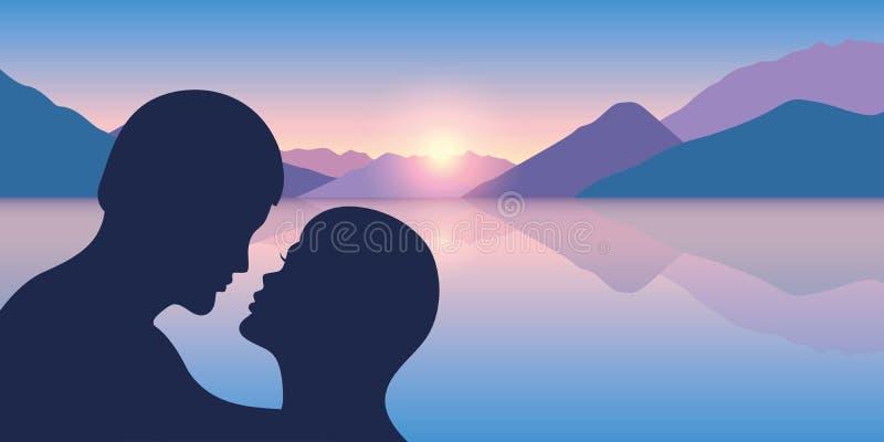 Silhouette romantique de baiser au beau Mountain View et mer au lever de soleil illustration stock