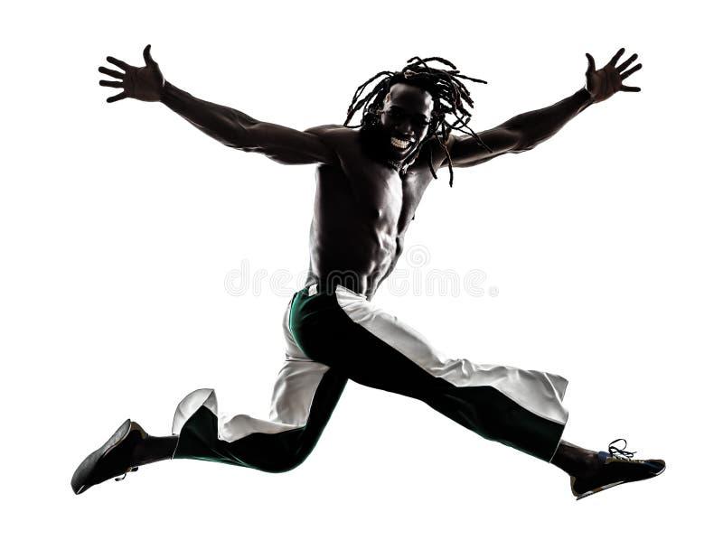 Silhouette sautante fonctionnante d'homme de couleur photo stock