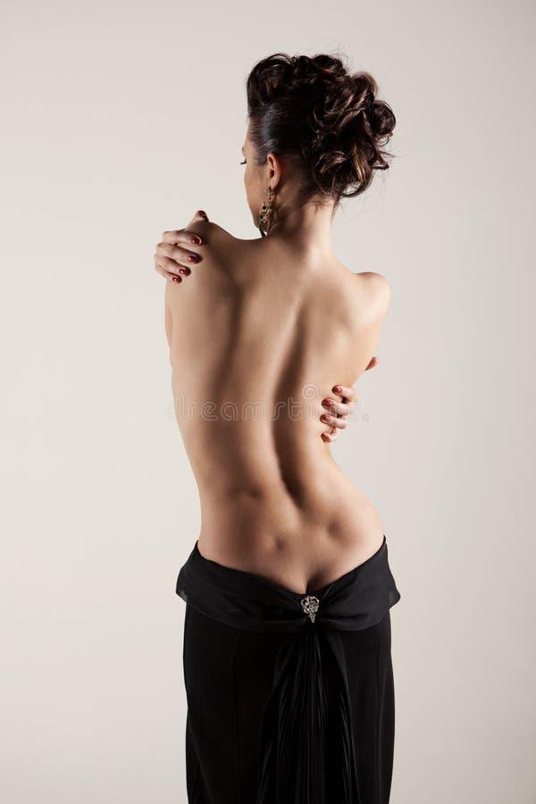 Silhouette sexy d'une femme avec le dos nu images stock