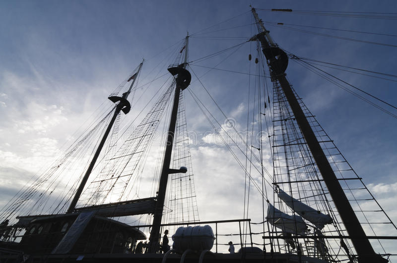 Download Silhouette Of Tall Ship Mast Stock Image - Image of ocean, illustration: 41865723